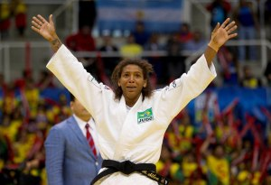 Rafaela Silva festeggia il titolo appena conquistato