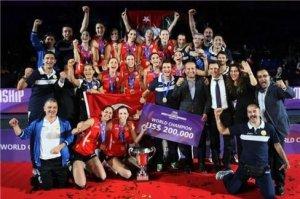 Foto FIVB: Giovanni Guidetti und Christiane Fürst haben mit Vakifbank Istanbul die Club-WM in Zürich gewonnen