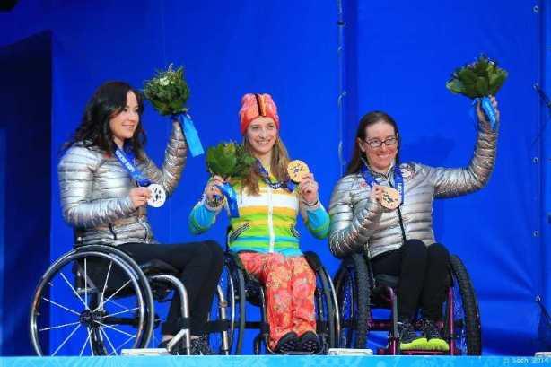 Sotchi 2014 Paralympics: Siegerehrung Abfahrt mit Alana NICHOLS (USA), Anna SCHAFFELHUBER (GER), Laurie STEPHENS (USA) - Foto: Sochi 2014 Paralympic Winter Games
