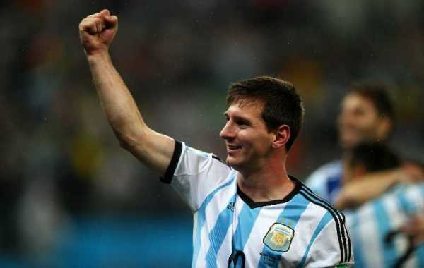 "WM-Einsichten: Lionel Messi mit ""Underdog"" Argentinien neuer Fußball-Weltmeister? - Lionel Messi of Argentina celebrates the win after the 2014 FIFA World Cup Brazil Semi Final match between the Netherlands and Argentina at Arena de Sao Paulo on July 9, 2014 in Sao Paulo, Brazil. (Photo by Clive Rose/Getty Images)"