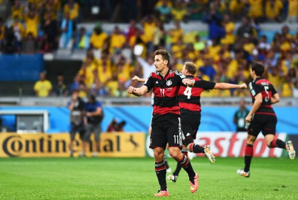 Miroslav Klose mit GUINNESS WORLD RECORDS-Titel - 2014 FIFA World Cup Brazil Semi Final match between Brazil and Germany at Estadio Mineirao on July 8, 2014 in Belo Horizonte, Brazil. (Photo by Laurence Griffiths/Getty Images)
