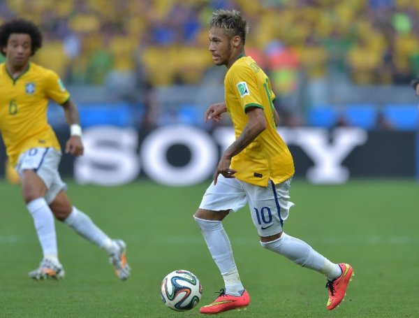 "Fußball FIFA WM 2014: Wer erhält den ""Goldenen Ball"" für den besten Spieler der Weltmeisterschaft – die Kandidaten der FIFA - Neymar of Brazil in action during the 2014 FIFA World Cup Brazil round of 16 match between Brazil and Chile at Estadio Mineirao on June 28, 2014 in Belo Horizonte, Brazil. (Photo by Buda Mendes/Getty Images for Sony)"