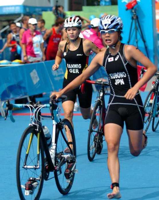 Olympische Jugendspiele Nanjing 2014: Gold für Kristin Ranwig - Kristin Ranwig beim Wechsel vom Rad aufs Laufen - Foto: DOSB