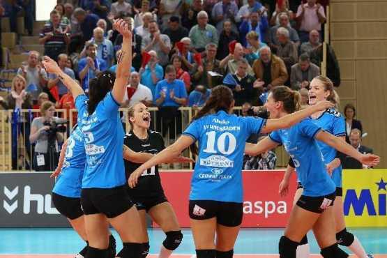 Volleyball: VC Wiesbaden besiegt deutlich Rote Raben Vilsbiburg - Foto: Detlef Gottwald