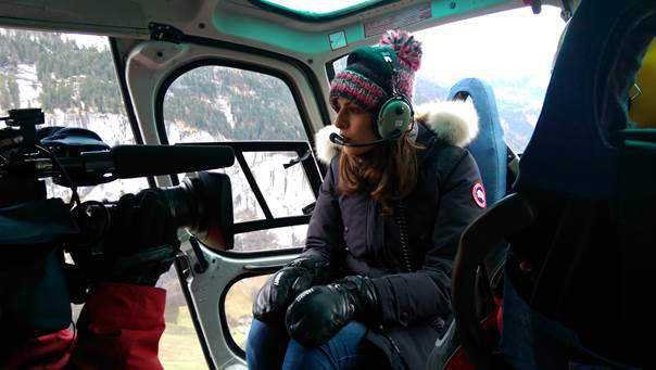 "CNN ""Alpine Edge"": Christina MacFarlane aus Davos, Wengen und Kitzbühel - Christina MacFarlane auf dem Weg in die autofreie Zone - Foto: CNN International ""Alpine Edge"""