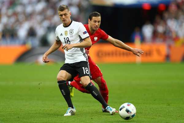 Toni Kroos – Fussball EM 2016: Aktion während der UEFA EURO 2016 Gruppe C-Spiel zwischen Deutschland und Polen im Stade de France am 16. Juni 2016 in Paris, Frankreich. Foto: Paul Gilham / Getty Images