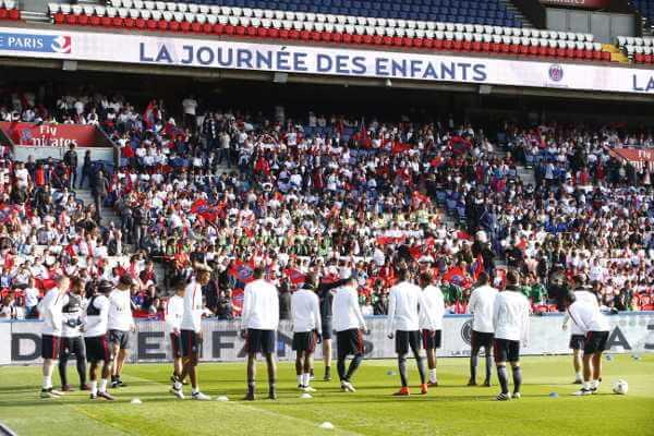 """Paris Saint-Germain: Party-Stimmung am """"Tag der Kinder"""" im Parc des Princes im Video - Foto: Paris Saint-Germain"""