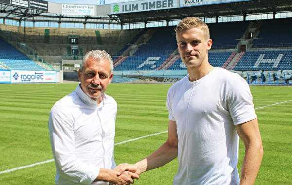 Pavel Dotchev und Oliver Hüsing - FC Hansa Rostock verpflichtete Oliver Hüsing von Ferencvaros Budapest - Foto: FC Hansa Rostock