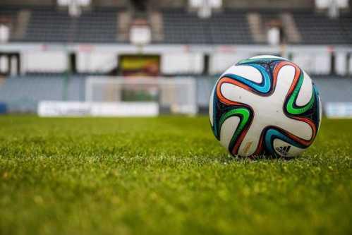 Fußball dritte Liga: Auf- und Abstiegs-Regelung. Erklärung der Clubs - Quelle: pexels