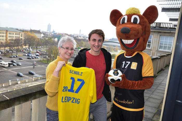 Handball WM 2017 Deutschland - Kerstin Kirmes (Leiterin Amt für Sport), Martin Schulz (Triathlet) und das WM-Maskottchen Hanniball - Foto: LOC Leipzig