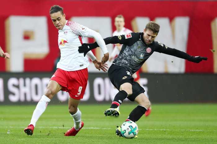 Deutsche Bundesliga, RasenBallsport Leipzig vs. 1. FSV Mainz 05 - Yussuf Poulsen (RB Leipzig) und Fabian Frei (Mainz) - Foto: GEPA pictures/Roger Petzsche