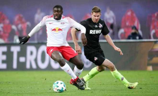Fußball Bundesliga, RasenBallsport Leipzig vs. 1. FC Köln - Dayot Upamecano (RB Leipzig) und Simon Terodde (Köln) - Foto: GEPA pictures/Kerstin Kummer