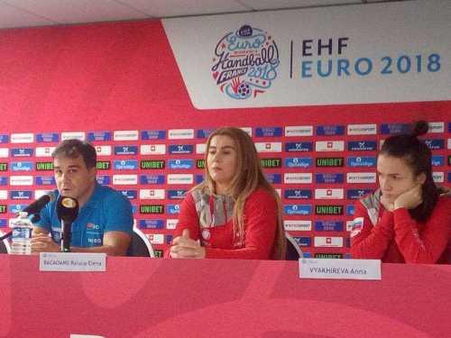 Handball EM 2018 - Ambros Martin (links), Raluca Elena Bacaoanu, Anna Vyakhireva - Media Call am 13.12.2018 in AccorHotels Arena Paris - Foto: SPORT4FINAL