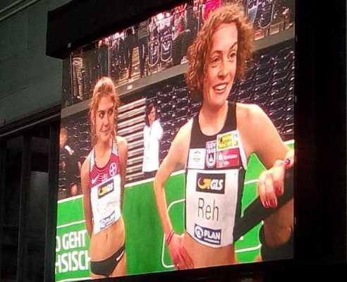 Konstanze Klosterhalfen und Alina Reh über 3.000 Meter - Leichtathletik Deutsche Meisterschaft Hall am 16. Februar 2019 in Arena Leipzig - Foto: SPORT4FINAL
