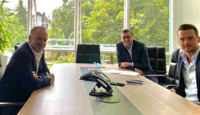 Karl-Heinz Rummenigge, Pit Gottschalk (Chefredakteur SPORT1) und Florian Plettenberg (Chefreporter SPORT1) - Foto: SPORT1