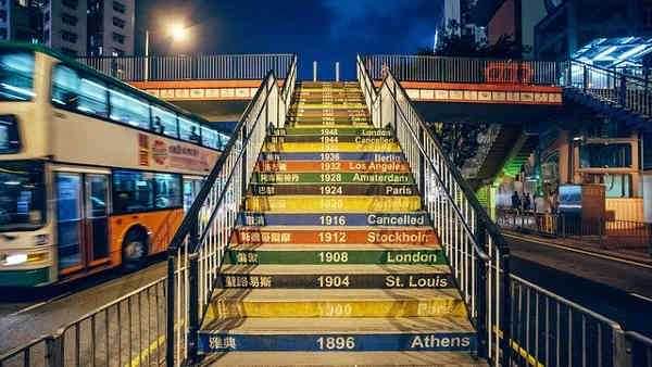Copyright: https://pixabay.com/photos/olympic-games-ladder-year-night-915079/ - Licence: Pixabay Licence. Bild vonКирилл СоболевvonPixabay.