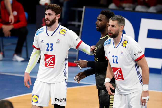 Handball WM 2021 - Frankreich vs Portugal - Ludovic Fabregas und Luka Karabatic - Copyright: FFHANDBALL / S.PILLAUD