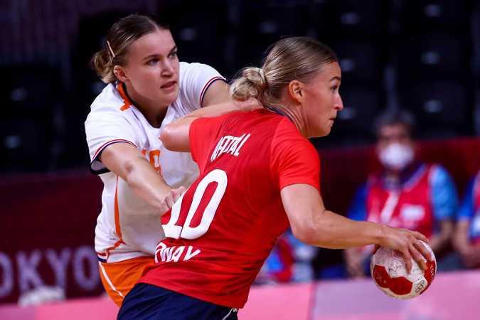 Olympia Tokio 2020 - Handball Team Niederlande - Merel Freriks und Stine Oftedal (Norwegen) - Copyright: Orangepictures