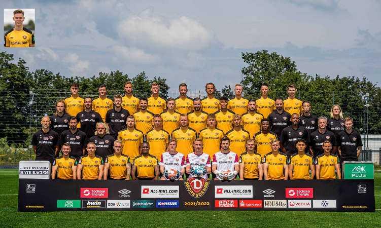 Dynamo Dresden SGD - Fußball 2. Bundesliga - Saison 2021/2022 - Hintere Reihe von links nach rechts: Simon Gollnack (38), Antonis Aidonis (23), Pascal Sohm (9), Christoph Daferner (33), Michael Sollbauer (21), Yannick Stark (5), Paul Will (28), Panagiotis Vlachodimos (7), Robin Becker (16). 3. Reihe von links nach rechts: Tobias Lange (Physiotherapeut), Korbinian Dötter (Physiotherapeut), Julian Binder (Physiotherapeut), Philipp Hosiner (14), Patrick Weihrauch (10), Morris Schröter (17), Ransford-Yeboah Königsdörffer (35), Brandon Borrello (25), Dr. Onays Al-Sadi (Mannschaftsarzt), Kenta Kambara (Zeugwart), Marie Jenhardt (Teammanagerin). 2. Reihe von links nach rechts: Alexander Schmidt (Cheftrainer), Ferydoon Zandi (Co-Trainer), Heiko Scholz (Co-Trainer), Kevin Ehlers (39), Tim Knipping (4), Sebastian Mai (26), Phil Harres (29), Heinz Mörschel (8), Michael Akoto (3), David Yelldell (Torwarttrainer), Matthias Grahé (Athletiktrainer), Timon Klasen (Videoanalyst). 1. Reihe von links nach rechts: Justin Leonard Löwe (34), Luca Herrmann (19), Luka Stor (37), Agyemang Diawusie (11), Anton Mitryushkin (22), Kevin Broll (1), Patrick Wiegers (24), Max Kulke (36), Jonas Kühn (27), Jong-min Seo (20), Chris Löwe (15) - Copyright: Dynamo Dresden
