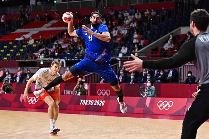 Olympia Tokio 2020 Handball Finale - Frankreich vs. Dänemark - Nikola Karabatic, Mathias Gidsel und Niklas Landin - Foto: FFHandball / Iconsport