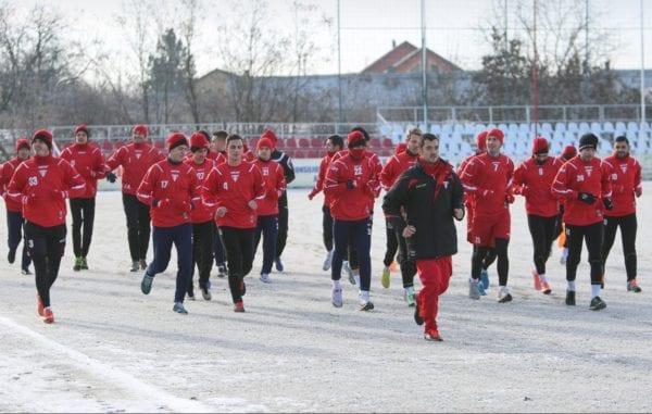 Utiștii întâmpinați de un teren înghețat bocnă la revenirea din vacanță: 26 de jucători – sub comanda lui Roșu la primul antrenament în 2017