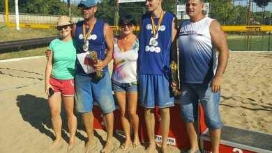 Photo of Nisipul fin de acasă: Mascovits – Vîrlan, tandemul câștigător al etapei arădene la volei pe plajă