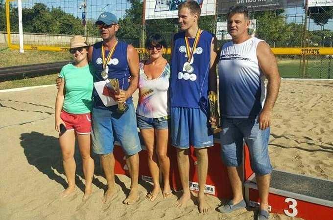Nisipul fin de acasă: Mascovits – Vîrlan, tandemul câștigător al etapei arădene la volei pe plajă