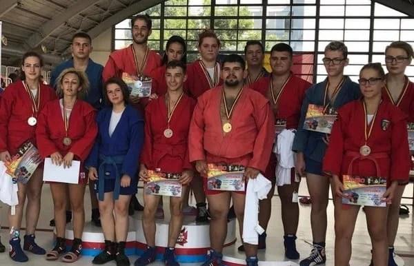 """""""Naționalele"""" de sambo pentru juniori și tineret au venit cu 13 medalii pentru cluburile arădene"""