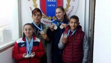 """Photo of CSM Arad își promovează campionii continentali de la haltere și tenis de masă: """"Ce sentiment când îți cântă imnul!"""""""