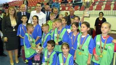 Photo of Finaliștii Arad Cup, premiați și felicitați de președintele FRF! Sântana și Vladimirescu au pus mâna pe cupele AJF-ului