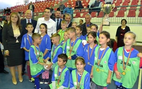 Finaliștii Arad Cup, premiați și felicitați de președintele FRF! Sântana și Vladimirescu au pus mâna pe cupele AJF-ului