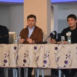 """Însoțit de Chivu și Andone, Ionuț Lupescu a """"atacat"""" electoratul fotbalistic arădean: """"Oamenii vor schimbare, sunt convins că voi câștiga din primul tur"""""""