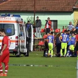 Semifinala de Cupă Sântana - Zăbrani s-a întrerupt! Juniorul Vlad Stanciu s-a accidentat grav, ambele echipe au ieșit de pe teren!