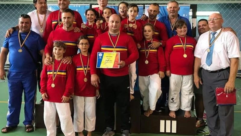 """Judoka Under 11 ai Aradului au contribuit cu trei medalii la """"aurul"""" echipei feminine pe euro-regiuni: Elena Costea – prima la +52 kg"""