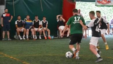 """Photo of """"Zona"""" de minifotbal de la Arad: Premierul s-a calificat în sferturi, unde ar putea ajunge și Luciano! Șimandul a luat și ea două puncte"""