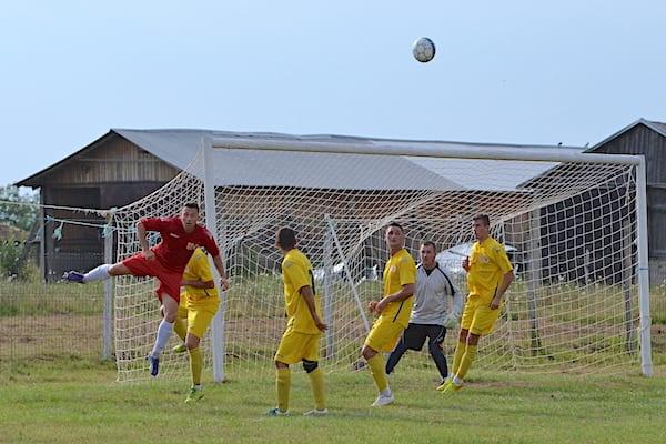 Buteni, Vinga și Pilu sunt finalistele Cupei Satelor la fotbal! Trofeul se dă sâmbăta viitoare, la Apateu