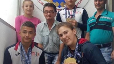 """Photo of Halterofilii Aradului și-au prezentat medaliile cucerite la """"europenele"""" de cadeți: """"Bine pregătiți și foarte hotărâți!"""""""