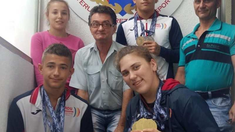 """Halterofilii Aradului și-au prezentat medaliile cucerite la """"europenele"""" de cadeți: """"Bine pregătiți și foarte hotărâți!"""""""