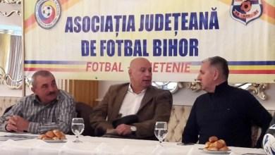 """Photo of Miculescu, subiect de discuție între Ionuț Popa și Aurel Țicleanu la """"Ziua Antrenorului"""" organizată de AJF Bihor"""