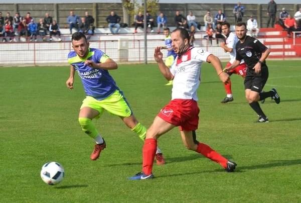 """Liderul se îmbracă în """"roșu-negru"""" după un derby tensionat, cu două eliminări: Victoria Zăbrani – Unirea Sântana 0-2 + FOTO"""