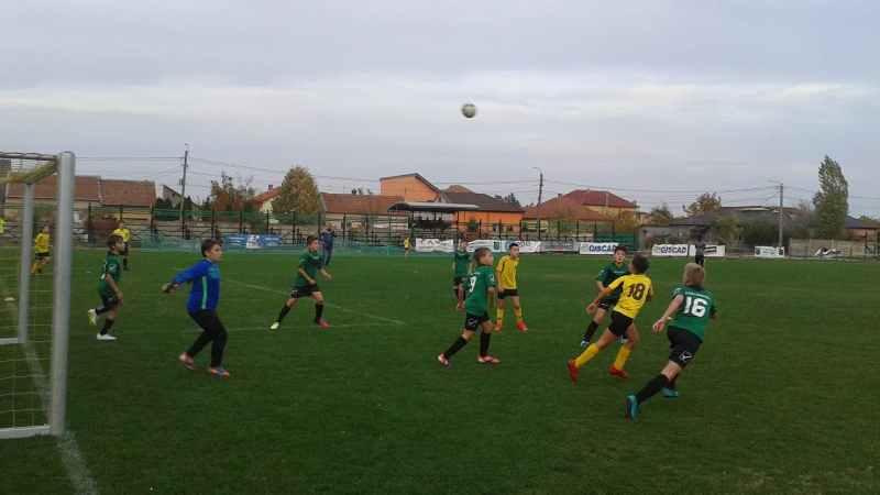 Derby alb la juniori E: Academia Brosovszky a parat asaltul UTA-ei 2