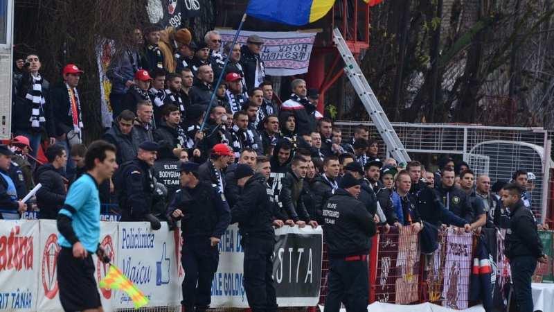 Utiștii se gândesc să le cedeze o întreagă peluză suporterilor lui U. Cluj, care sunt instruiți să respecte doliul galeriei arădene