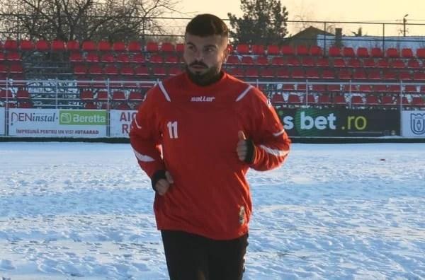 """Format în Il Calcio, lugojanul Dombrovoschi vrea să facă performanță la UTA: """"Îmi place presiunea, vrem să ne legăm, iar din vară să atacăm promovarea"""""""