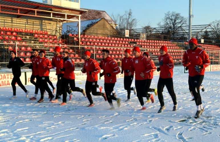 """UTA a avut 20 de jucători la prima mișcare a anului, între care cinci fețe noi! Popa: """"În această săptămână vor mai veni fotbaliști!"""""""