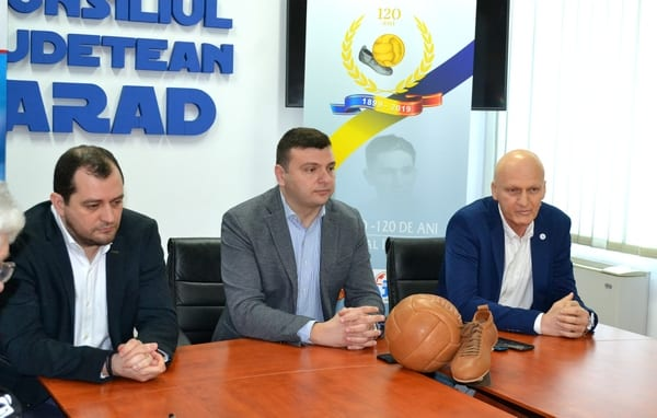 """""""Familie, tradiție, valoare"""" - cuvinte tari rostite răspicat de arădeni, organizatorii primului meci de fotbal din România!"""