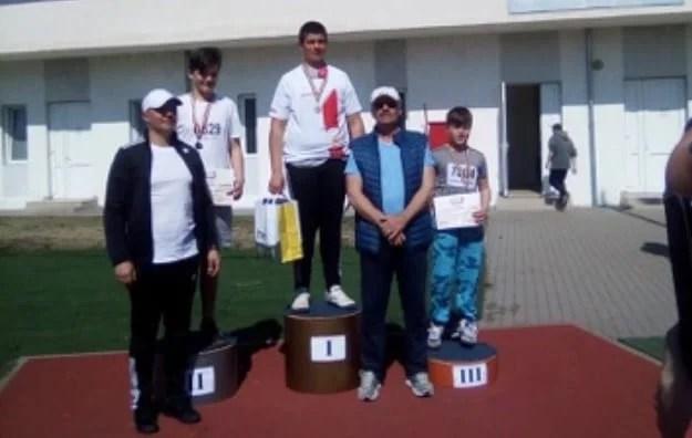 """Motorca – aur în proba de disc la naționalele de aruncări lungi de pe """"Gloria"""", Câmpan și Orianku sunt ceilalți arădeni medaliați acasă!"""