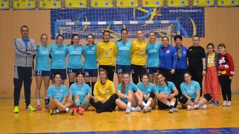 """Crișul abordează semifinala de la Făgăraș în 13 handbaliste: """"Să practicăm un joc modern și să acumulăm experiență pentru la anul!"""""""