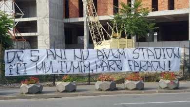 """Photo of Mesajul suporterilor UTA-ei pentru primarul Falcă la plecarea spre Bruxelles: """"De 5 ani nu avem stadion/ Îţi mulţumim, mare faraon!"""""""