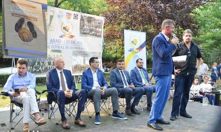 """Volumul """"120 de ani de fotbal în Arad – Amintiri dintr-un vis nesfârșit"""", lansat în prezența cremei fotbalului românesc + FOTO"""