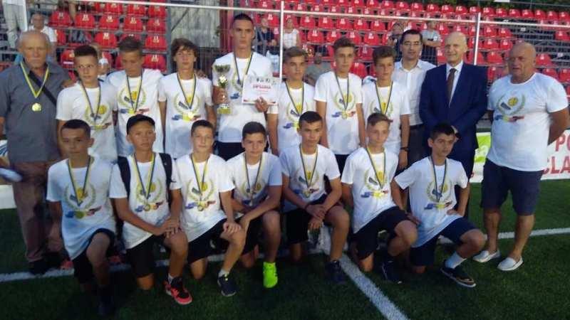 Câștigătorii Cupei Aradului și ai campionatelor județene de juniori și-au luat premiile din mâna președintelui FRF + FOTO și VIDEO